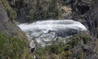 Waterfall on the way to Annapurna circuit