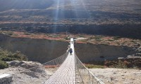 Suspension bridge on the way to Yak kharkha